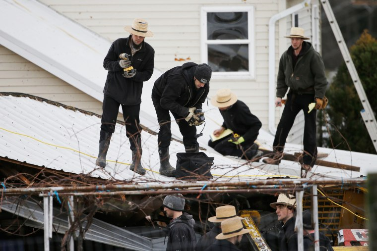 Image: East Coast Storms Amish Workers CU