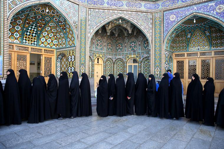 Image:Iran Elections Women Line