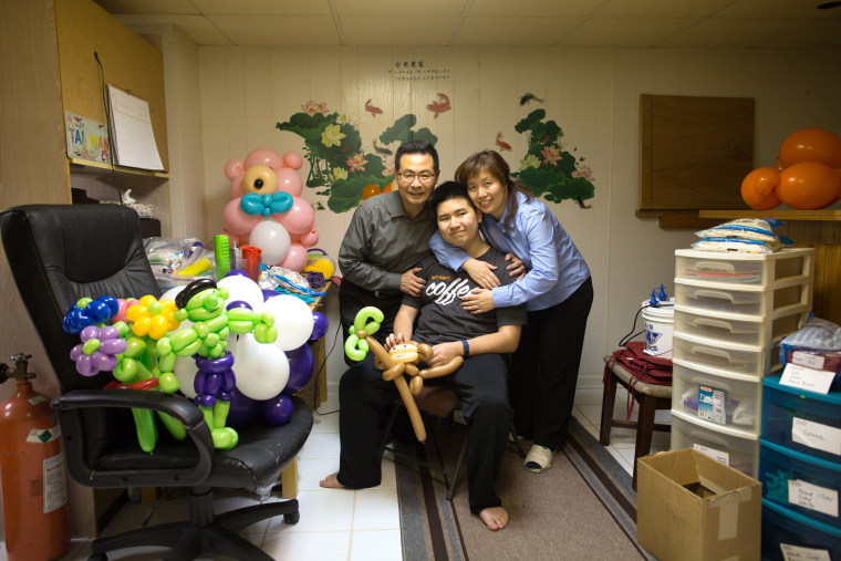 Image: Ausome Balloon Creator - Eddie Lin with parents James Lin and Jenny Lin