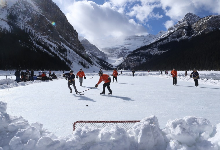 Image: *** BESTPIX *** Lake Louise Pond Hockey Classic