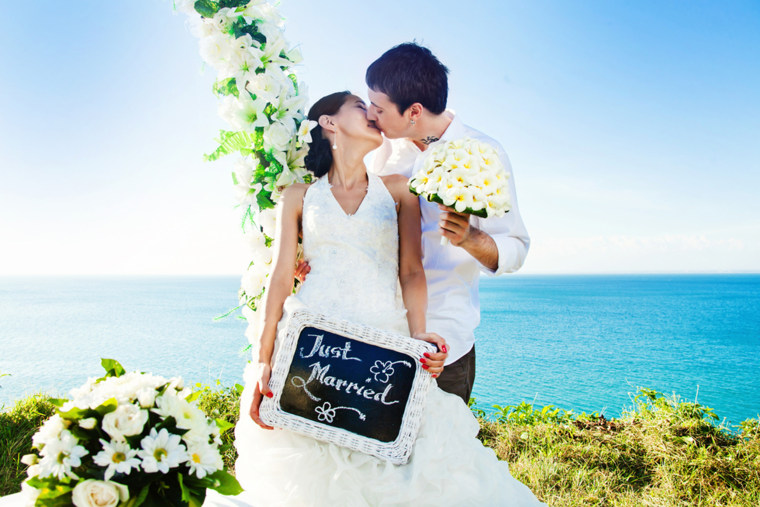 Picture perfect! 86 wedding photos you can't forget to capture - image wedding-ceremony-today-160222-02_f144b7a23c2c72d7a0de69812eead6c4.fit-760w on https://alldesingideas.com