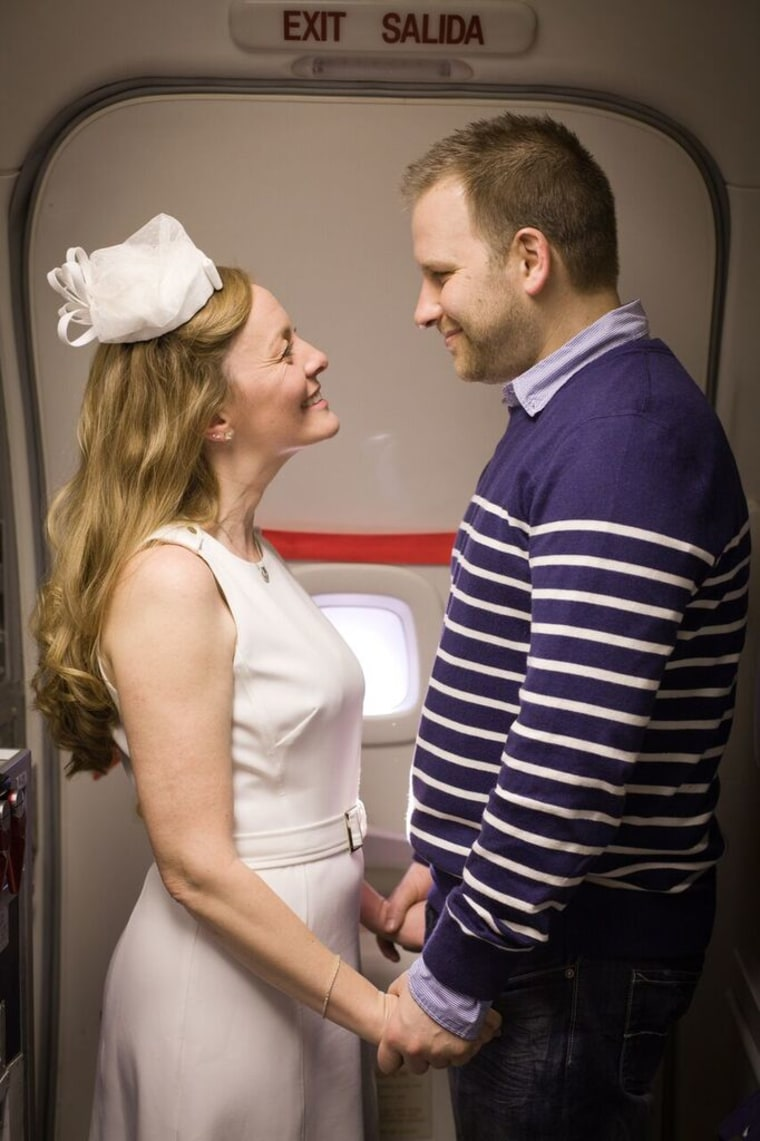 Kristy Stratton and Jim Larsen held their wedding midflight on an Alaska Airlines flight