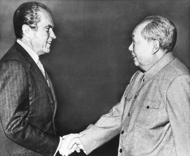 Image: Richard Nixon and Mao Zedong in 1972