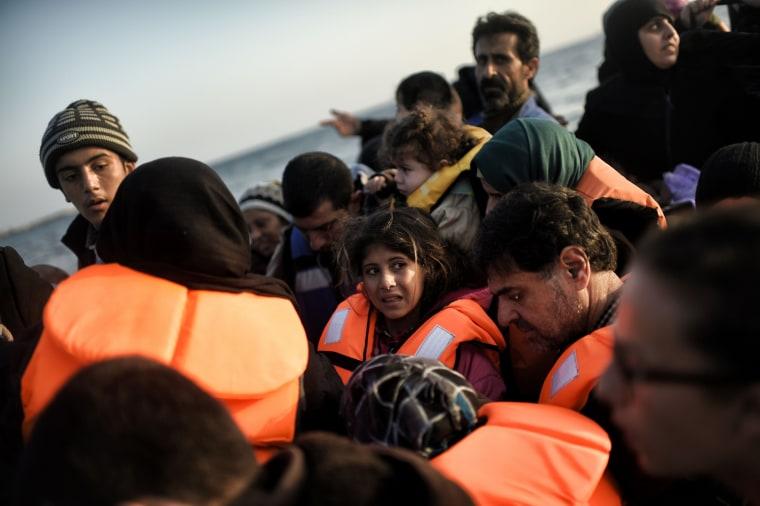 Image: Migrants arrive in Greece