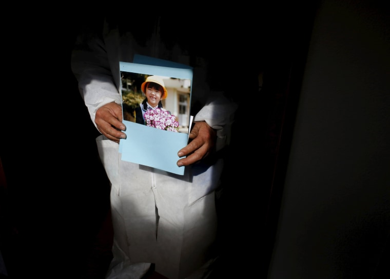 Image: The Wider Image: Fukushima: Searching for loved ones