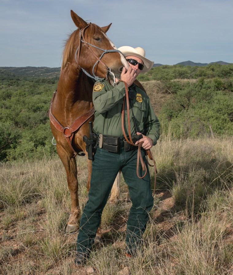 Image: Arizona prisoners train wild horses for Border Patrol agents