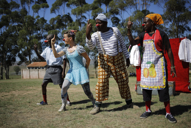 Image: Humanitarian Clowns Without Boarders in King Williams Town