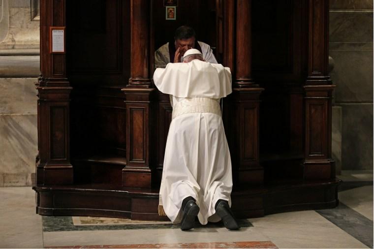 Image: TOPSHOT-VATICAN-POPE-PENITENTIAL