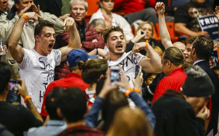Image: Donald Trump campaigns in Chicago, Illinois