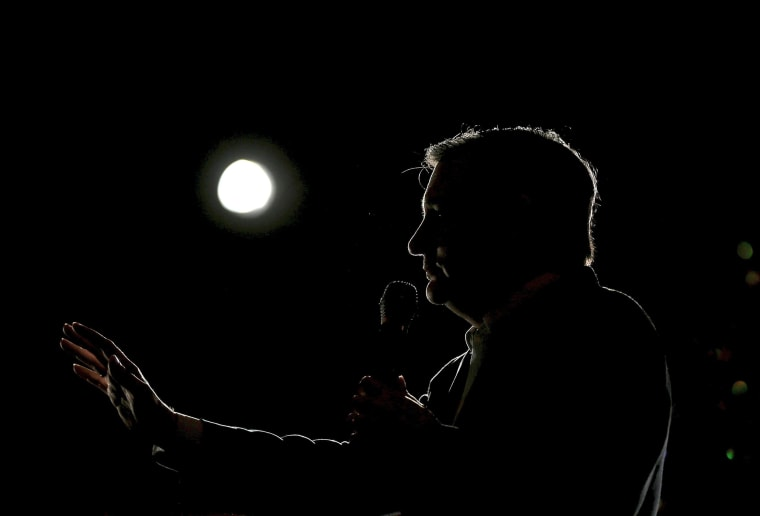 Image: U.S. Republican presidential candidate Ted Cruz speaks at a campaign rally in Glen Ellyn