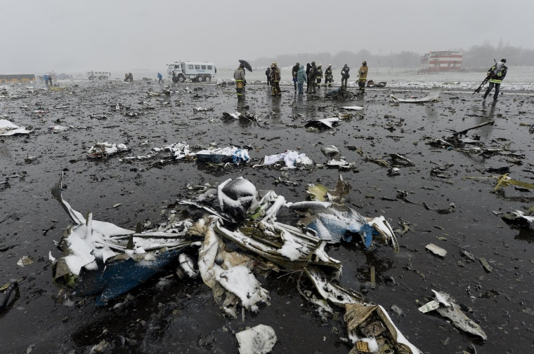 Image: View shows crash site of Flydubai Boeing 737-800 in Rostov-On-Don