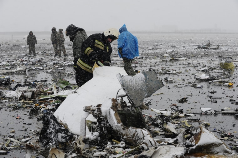 Image:Crash site of Flydubai Boeing 737-800 in Rostov-On-Don, Russia