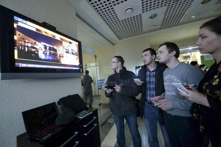 Image: Journalists watch news on crashed Flydubai Boeing 737-800 at airport of Rostov-On-Don