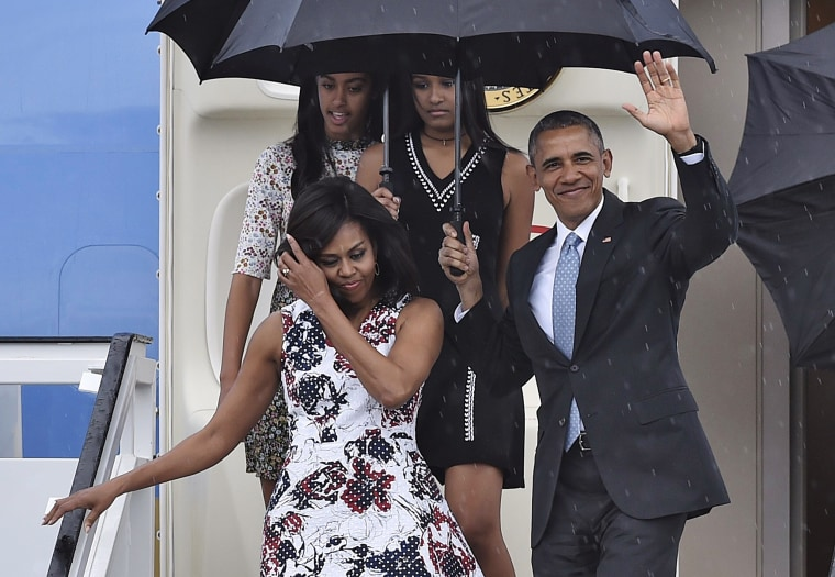 Image: The Obamas arrive in Cuba