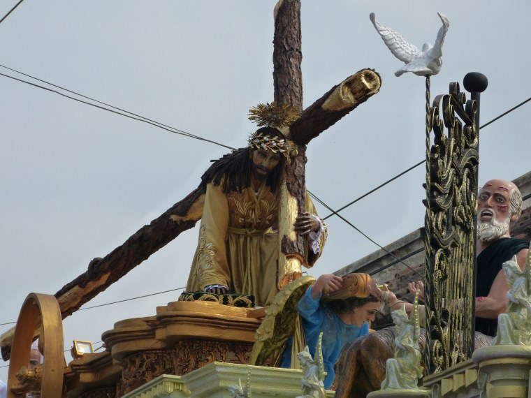Men carry the andas platform with the statues of Christ, and the women carry the Virgin Mary.