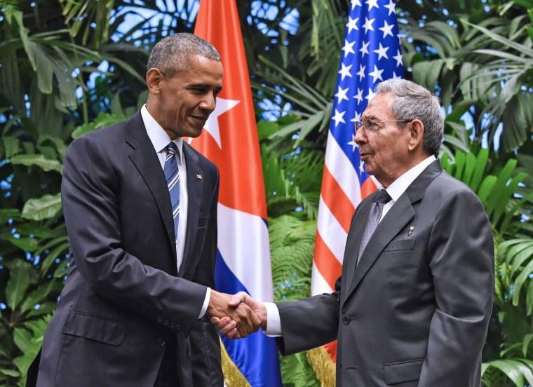 Image: TOPSHOT-CUBA-US-OBAMA-CASTRO