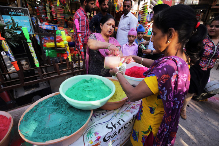 Image: People shop for Holi in Amritsar