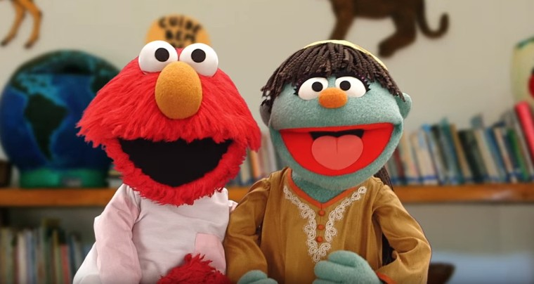 Elmo and Raya talk about preventing the spread of Zika.