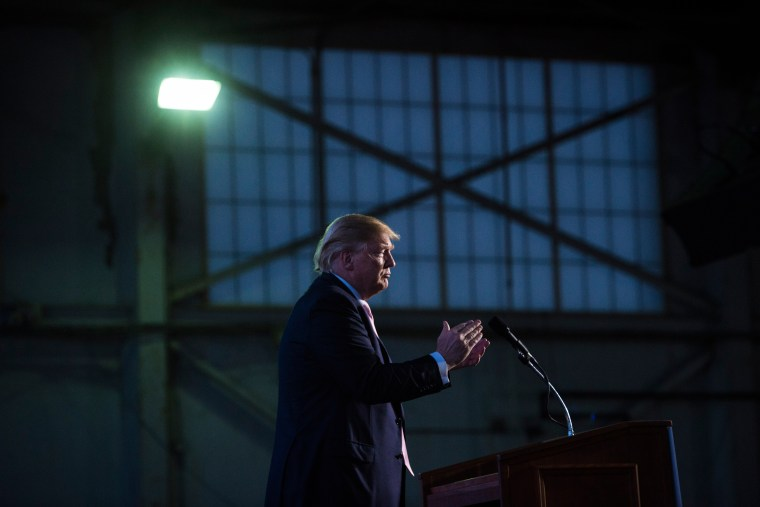 Image: Republican presidential candidate Donald Trump finishes speaking in Vienna, Ohio