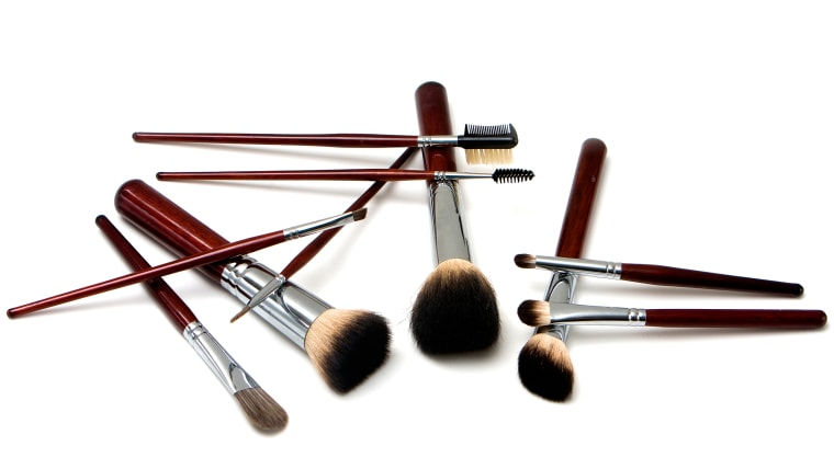 makeup-brushes-tease-today-160401