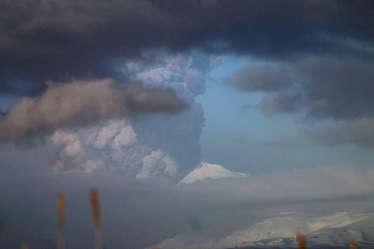 Image: Pavlof Volcano eruption in Alaska on March 27, 2016