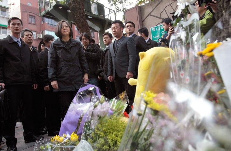 Image: Taiwan's President-elect Tsai Ing-wen, second left, visits a makeshift memorial for slain girl