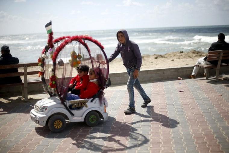 Image: The Wider Image: Child labour in Gaza