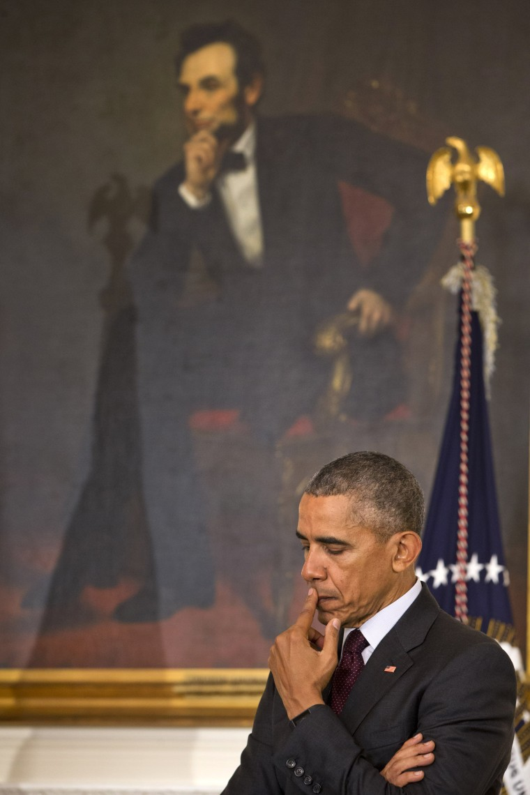 Image: President Barack Obama pauses in front of a painting of Abraham Lincoln