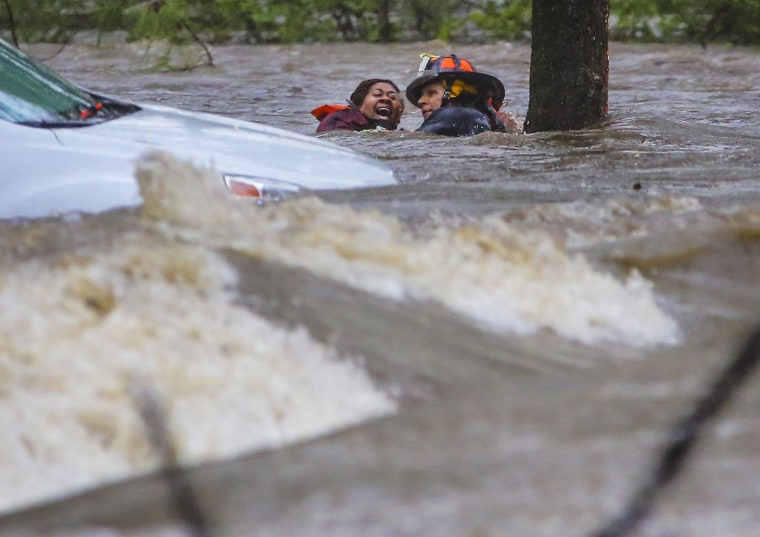 Image: A woman is rescued from her flooded car in Little Rock