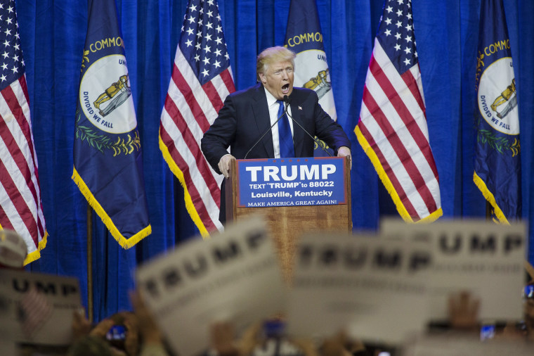Image: Trump speaks at rally in Louisville