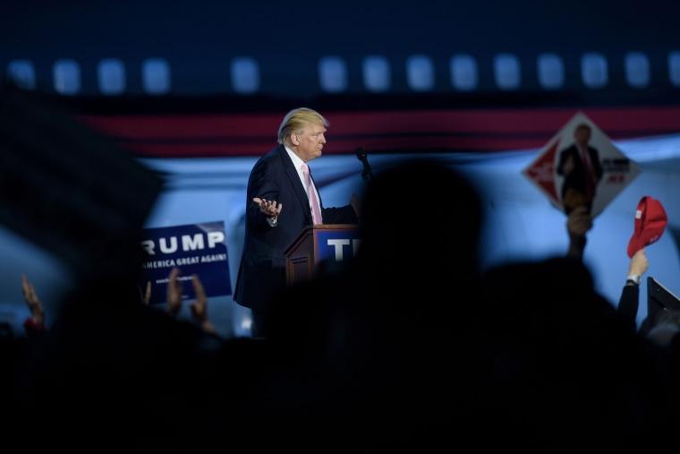 Image: U.S. Republican presidential hopeful Donald Trump addresses a rally