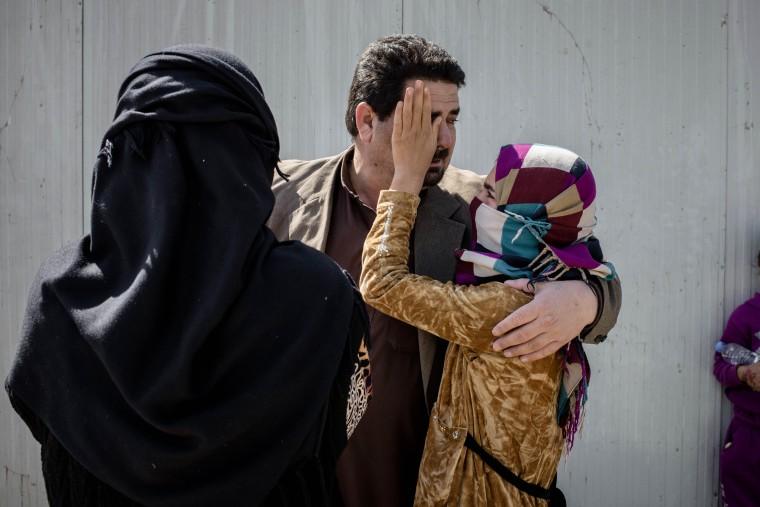 Image: Iraqis flee Islamic State control