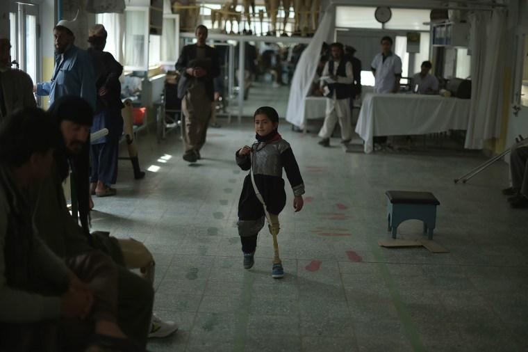 Image: TOPSHOT-AFGHANISTAN-UNREST-ICRC-HEALTH