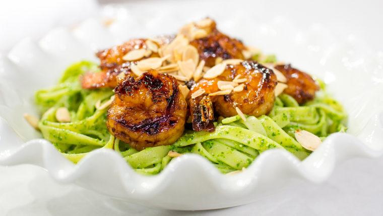 Carolina Santos-Neves cooks up a smoky shrimp linguine with almond-kale pesto.