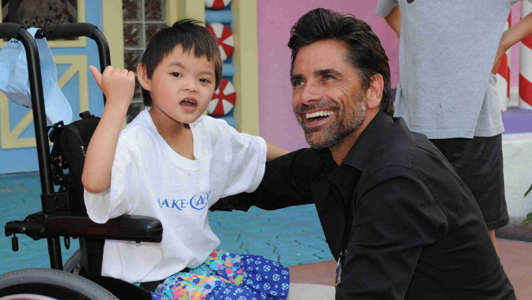 """""""Fuller House"""" and """"Grandfathered"""" star John Stamos spends time with Faith, 6, at a function hosted by Give Kids The World, a charity that provides week-long vacations to the families of children with serious illnesses."""