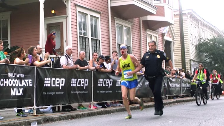 officer-helps-marathon-runner-tease-today-160405