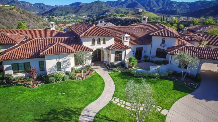 Fit For A Star Britney Spears Lists Glamorous California