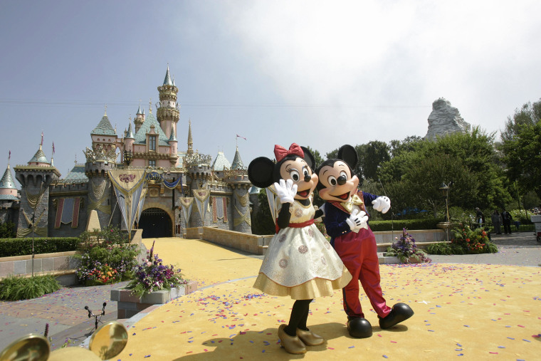 Image: Disney characters Mickey Mouse and Minni