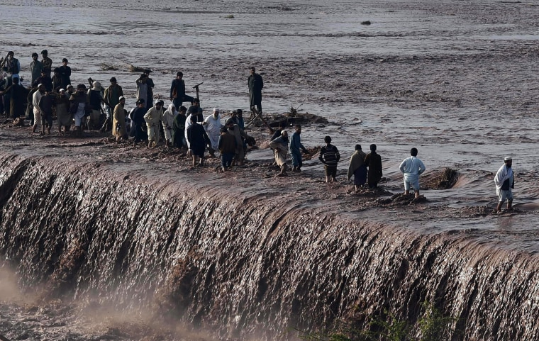 Image: TOPSHOT-PAKISTAN-WEATHER-FLOOD