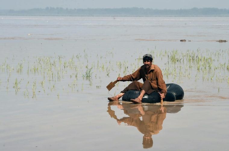 Image: TOPSHOT-PAKISTAN-WEATHER-FLOOD