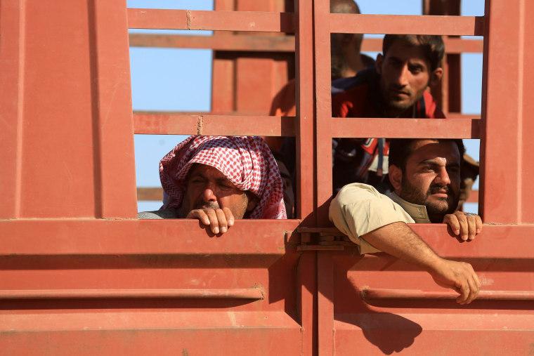 Image: Iraqis flee city of Hit/Heet