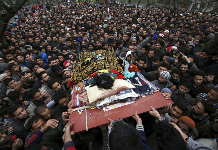 Image: Kashmiri villagers carry the body of suspected rebel Bilal Ahmed Bhat