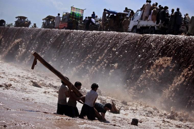 Image: Torrential rains in Pakistan kill 75