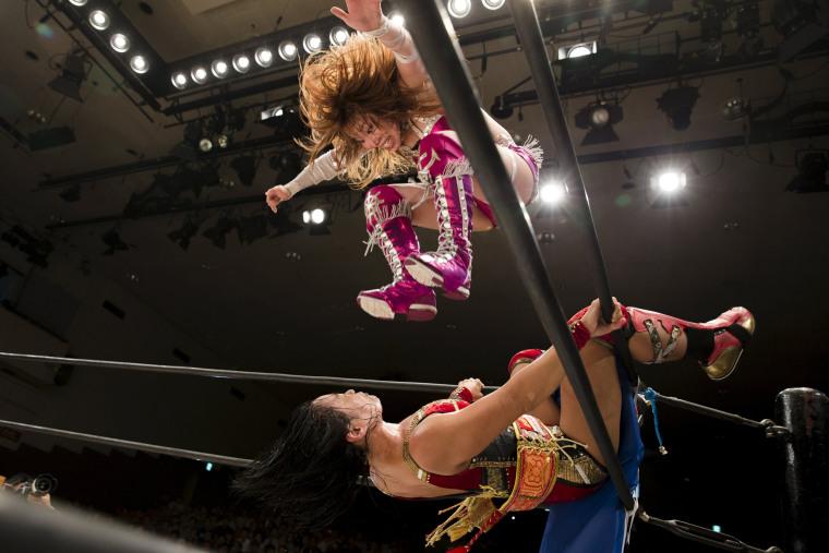 Image: Wrestler Kairi Hojo jumps at her opponent  Mieko satomura during their show
