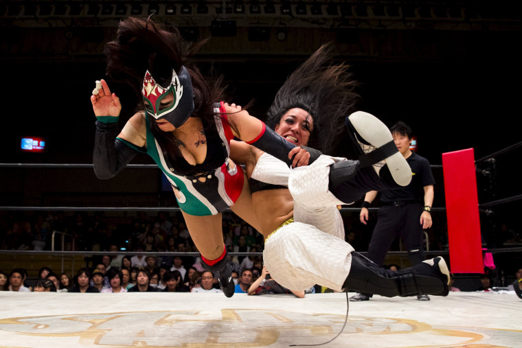 Image: Wrestlers Kris Wolf and Starfire fight