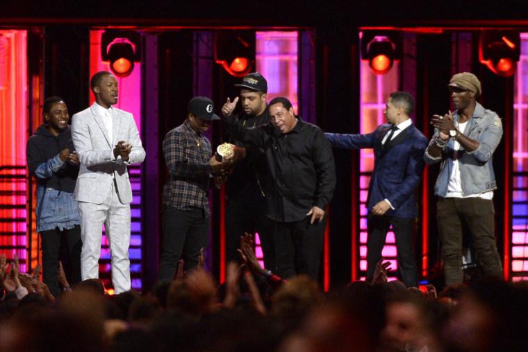 Image: Kendrick Lamar,  Corey Hawkins, Jason Mitchell, O'Shea Jackson Jr., DJ Yella, Neil Brown Jr.,Aldis Hodge