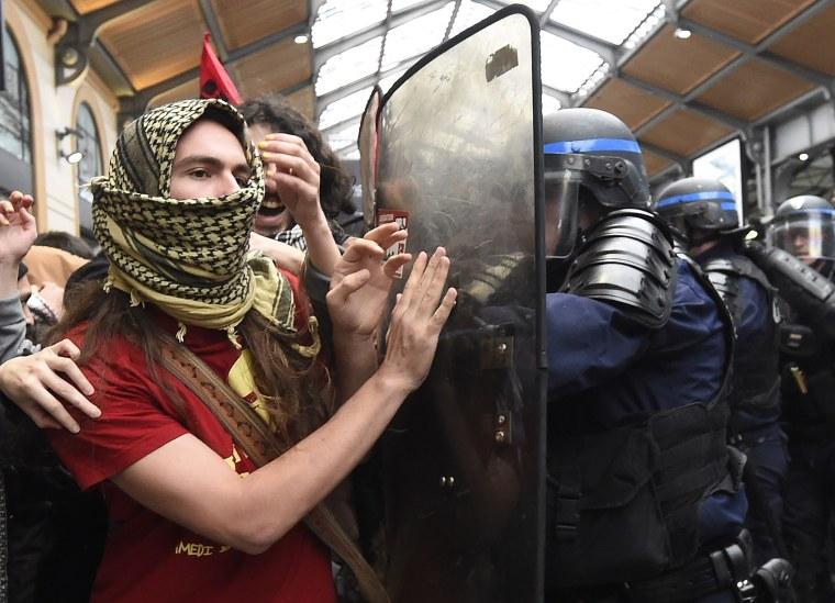 Image: TOPSHOT-FRANCE-LABOUR-LAW-PROTEST