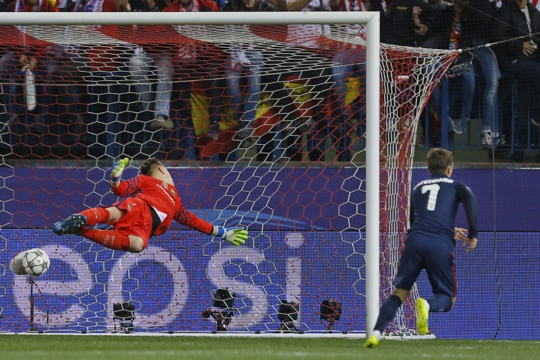 Image: Atletico's Antoine Griezmann, right, starts to celebrate after passing Barcelona's goalkeeper