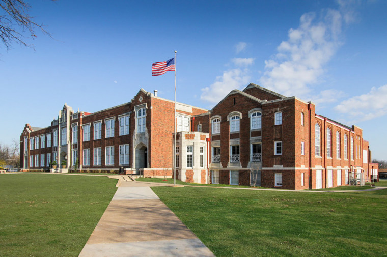 Photo of J.L. Long Middle School.