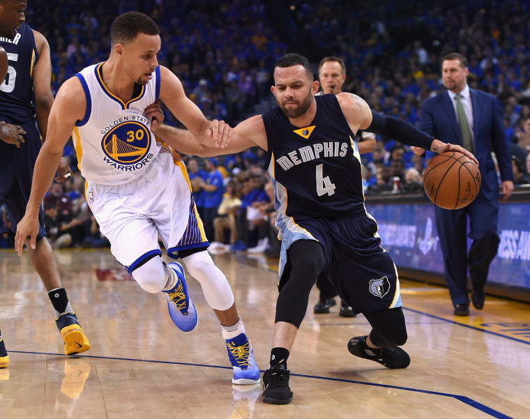 Image: Jordan Farmar, no. 4, of the Grizzlies handles the ball against Stephen Curry in the first half during the game